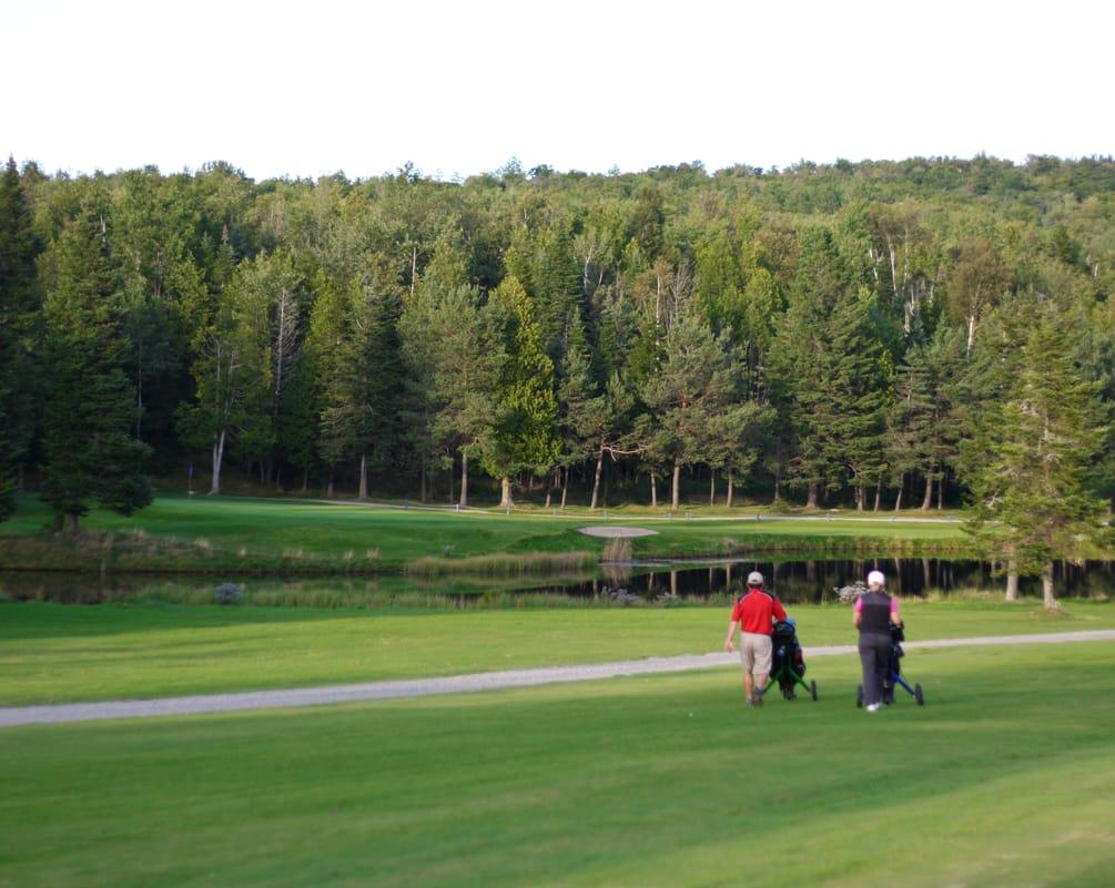 Auberge et Chalets sur le lac : forfait Club de Golf du lac Mégantic