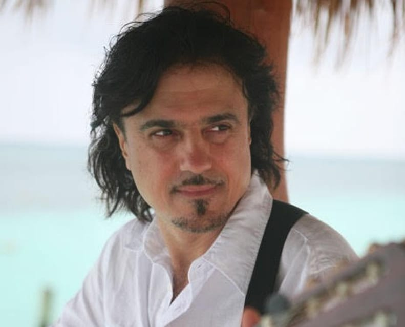 Robert Michaels, chanteur, guitariste et pianiste