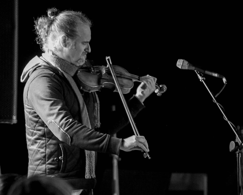 Les sentiers invisibles : violon, accordéon et voix